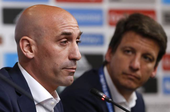 Luis Manuel Rubiales breaks the news after taking the decision to dismiss Julen Lopetegui as coach of the Spanish national side.