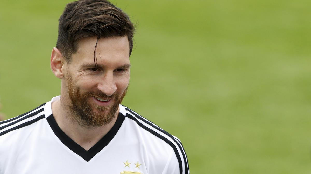 Argentina must lessen burden on Messi, says Guzman