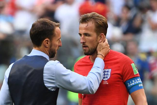 A golden lining | England's coach Gareth Southgate talks to England's forward Harry Kane, the World Cup Golden Boot winner.