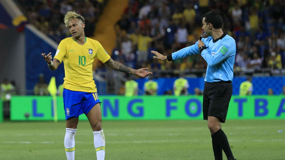 "Neymar: ""Aching"" Brazil star urges referees to intervene"