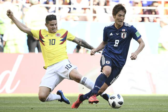 James not enough | Japan's forward Genki Haraguchi feels the enthusiasm of Colombia's James Rodriguez.