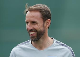 Southgate laughs off dislocated shoulder: Better me than one of my players!