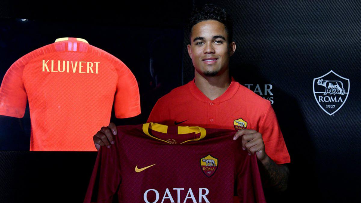 Roma complete €17.25m Kluivert deal