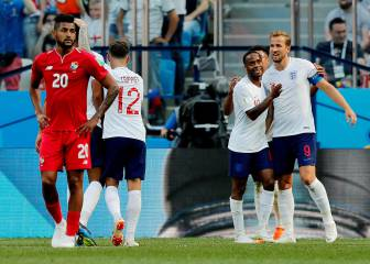 England thrash Panama to book a place in the last 16
