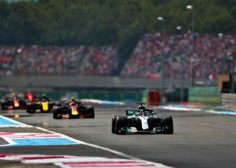Hamilton cruises back to summit with France win