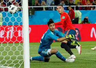 Spain nick top spot after frenzied finish to Group B