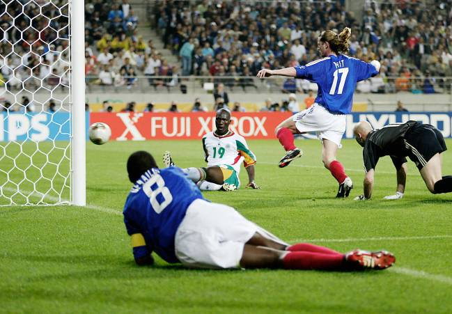 Senegal score against France in 2002.