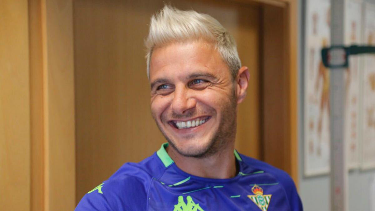Welcome back David Beckham! - Betis poke fun at Joaquin's daring bleached hairdo