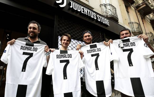 Juventus online store down due to stampede for Cristiano shirts - AS.com 2deb3e93a
