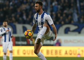 Villarreal snap up Mexico full back Miguel Layún