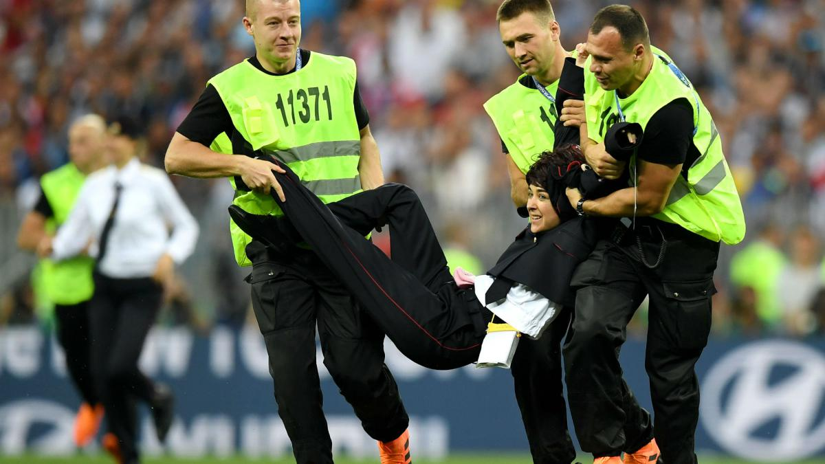 World Cup final interrupted by pitch invaders - Pussy Riot claim responsibility
