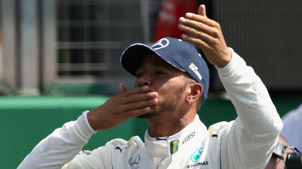 Hamilton agrees two-year Mercedes extension
