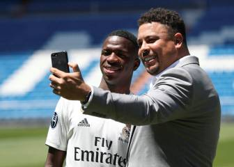 Vinicius accompanied by Ronaldo in Real Madrid unveiling