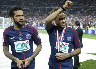 Alves defends Neymar: The weak use criticism as a weapon