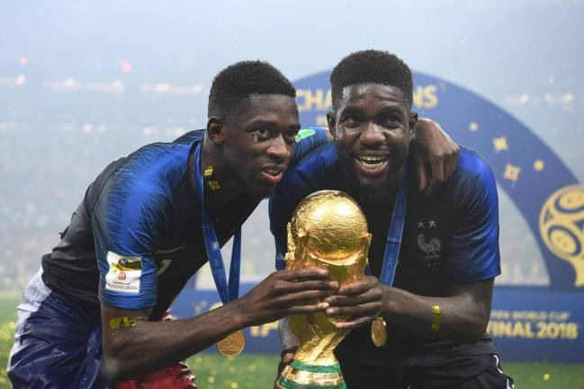 World Champions | France and Barça pair Ousmane Dembele and Samuel Umtiti pose with the World Cup trophy.