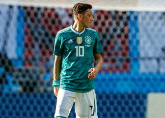 Ozil's agent brands Hoeness a 'disgrace' to Bayern and Germany for criticism
