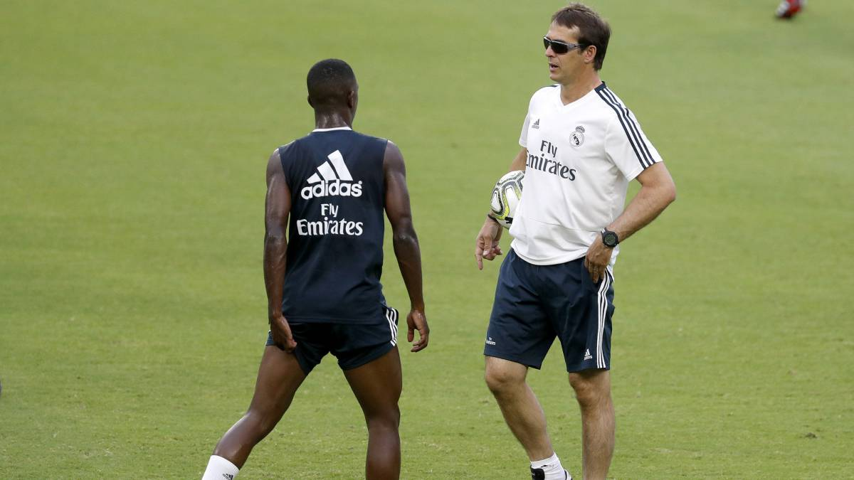 Why does Lopetegui always wear sunglasses in training?