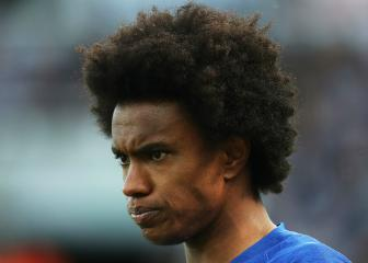 Sarri seeking talks with Willian over delayed Chelsea return