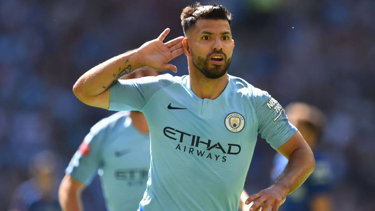 Agüero passes 200-goal mark for City in Chelsea victory