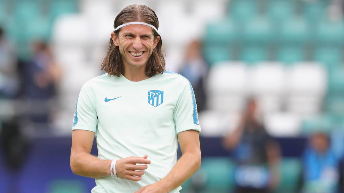 Atlético slap PSG-deterrent €30m price tag on Filipe Luís