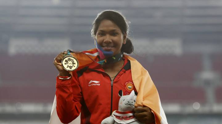 Indian heptathlete wins Asian Games gold then pleas for shoes