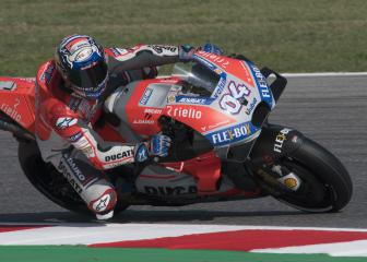 Dovizioso triumphs as Lorenzo crash hands Márquez second