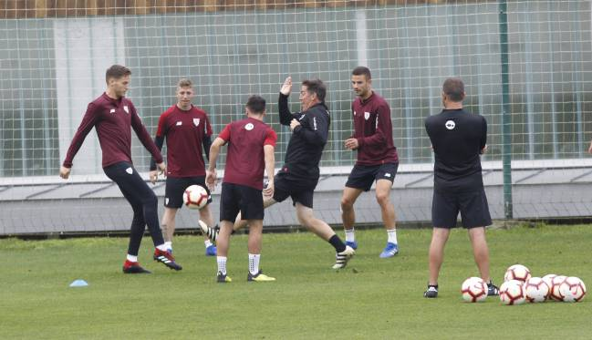 Berizzo getting involved in Athletic's preparations for the viist of Madrid.