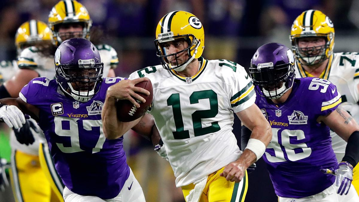 Rodgers injury update: Vikings expect Packers QB who 'walks on water' to play