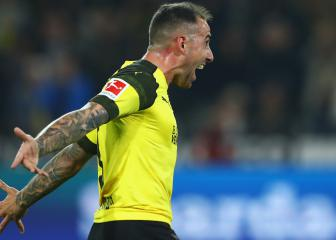 Alcácer scores but hurts ankle on Dortmund debut