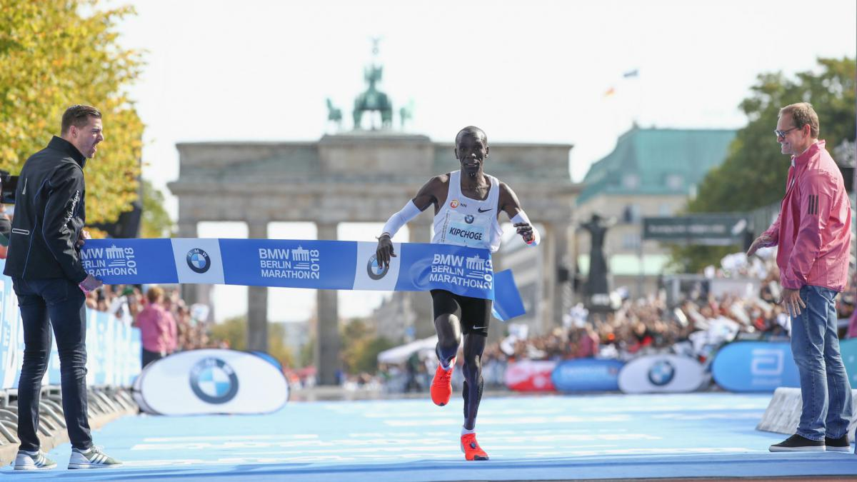 Kipchoge smashes marathon world record in Berlin