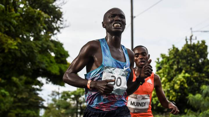 Kenyan runner Joseph Kiprono hit by car while leading Colombian half-marathon