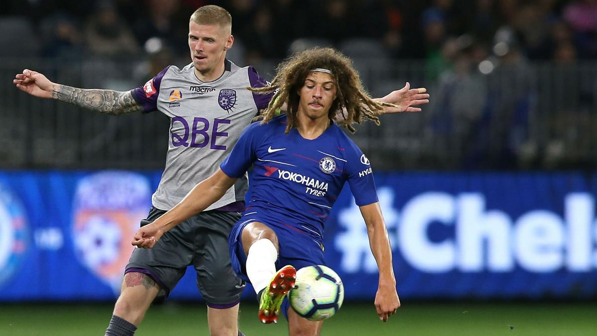 Ampadu signs long-term Chelsea contract