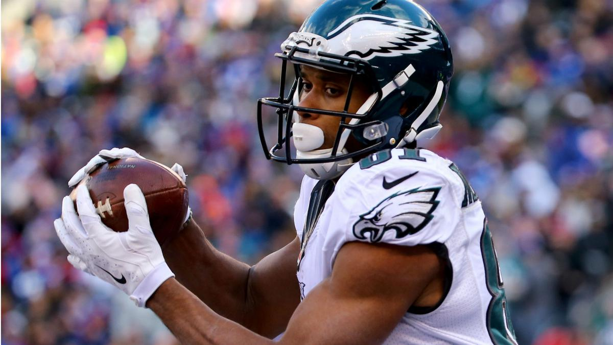 Eagles bring back WR Matthews, place Wallace on IR