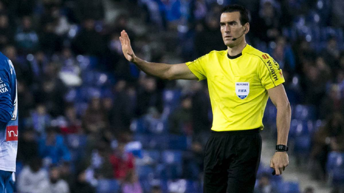 Juan Martínez Munuera first ref to whistle a Madrid derby with VAR
