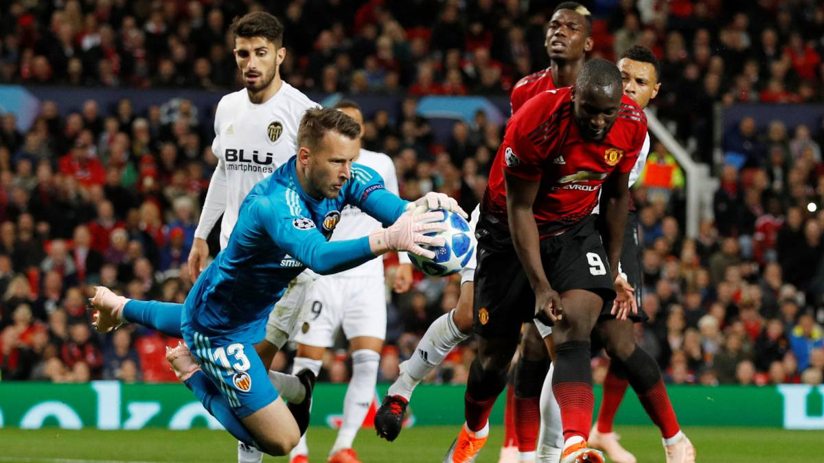 Manchester United - Valencia: as it happened, match report