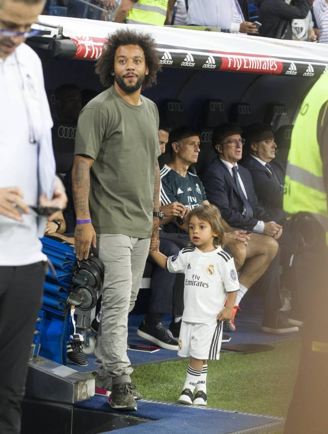 Marcelo on the sidelines in the Madrid derby.
