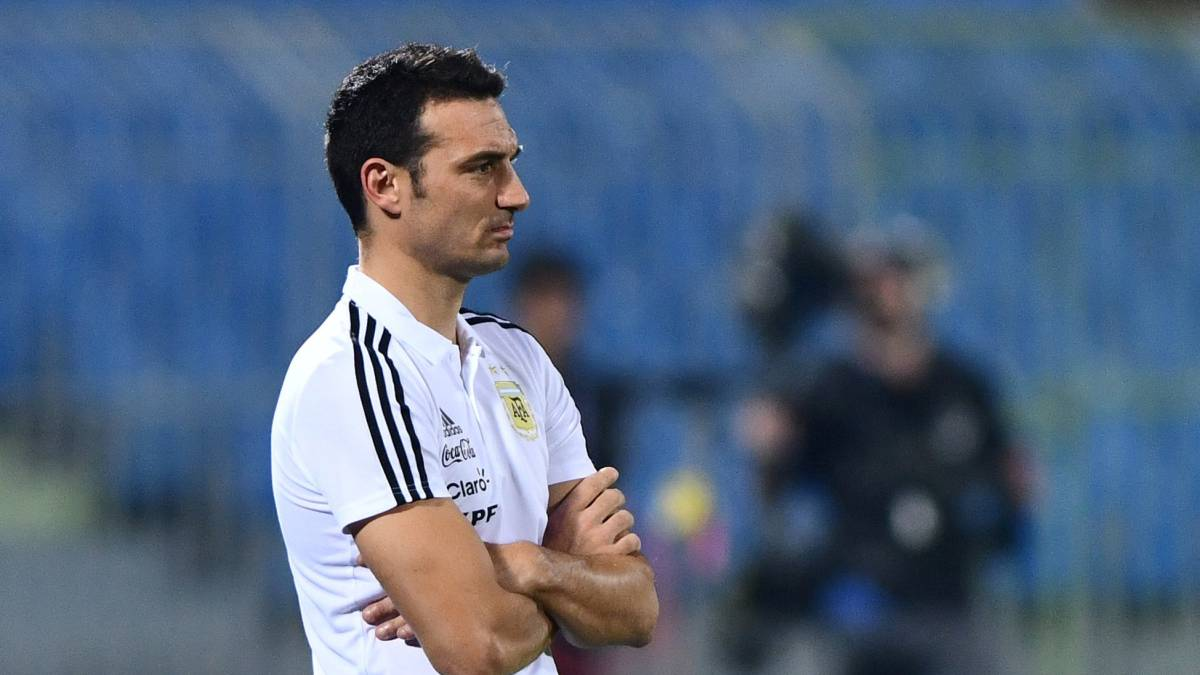 Argentina has to play as a team without Messi – Scaloni