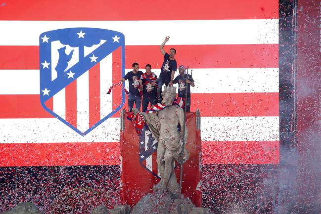 Atlético celebrate winning the Europa League at Neptuno with the fans in May this year.