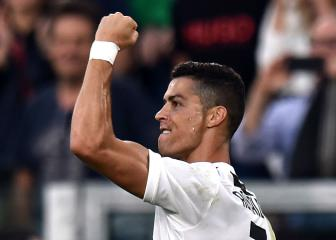 Cristiano Ronaldo nets record 400th league goal