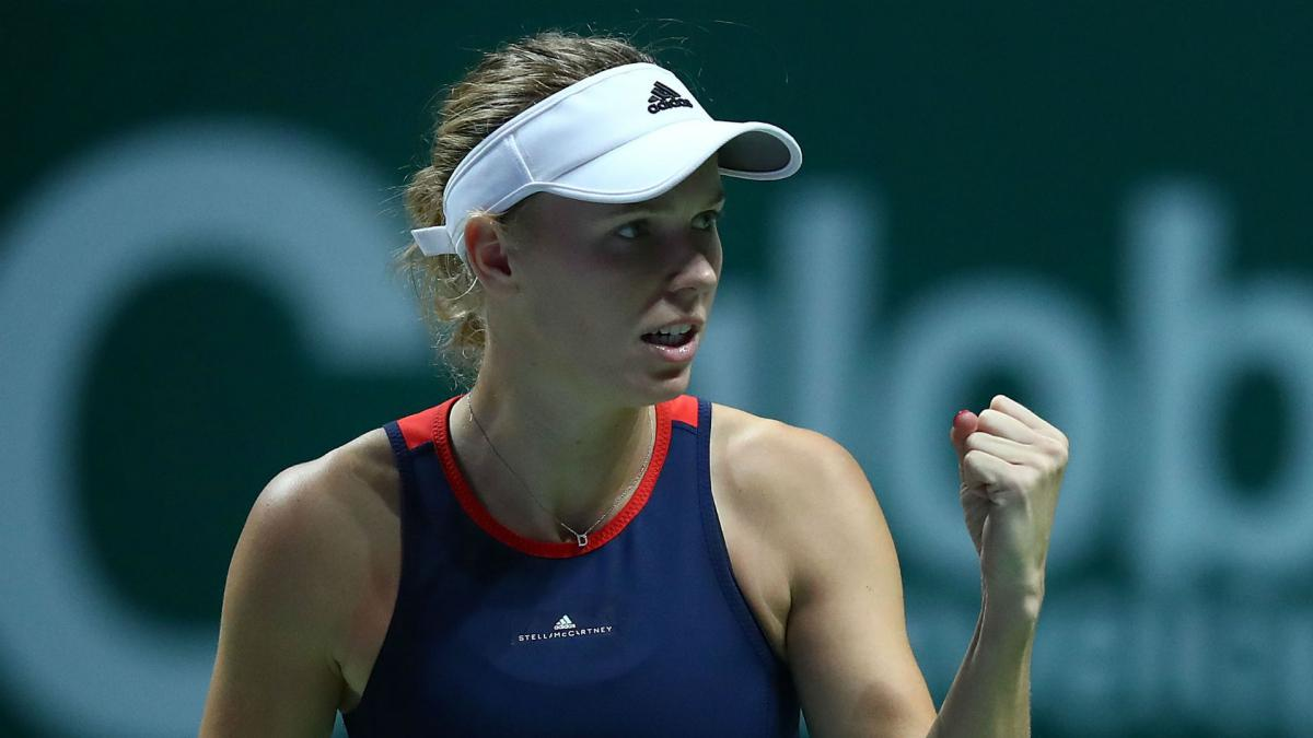 Wozniacki battles through knee complaint to down Kvitova