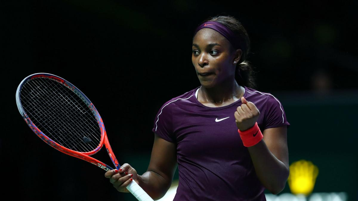 Stephens fights back to beat Pliskova in see-saw Singapore semi