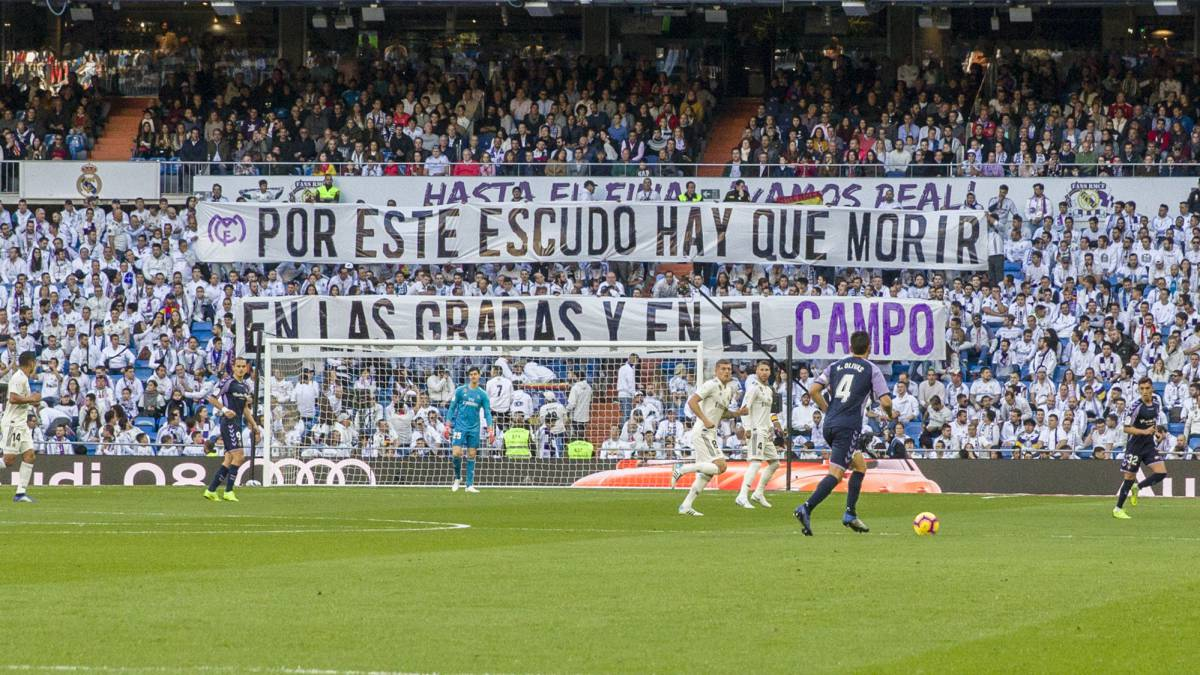 Two minute silent protest from RMCF Grada Fans