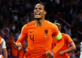 Virgil Van Dijk finds time to console grieving referee