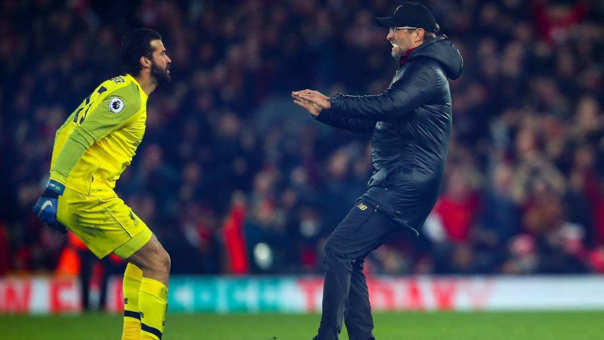 The charge | Jürgen Klopp and Alisson Becker.