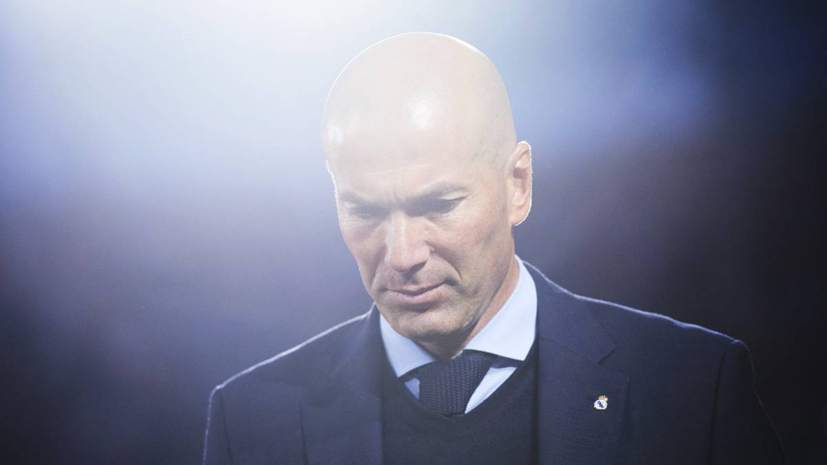 Zidane weighing up Manchester United offer