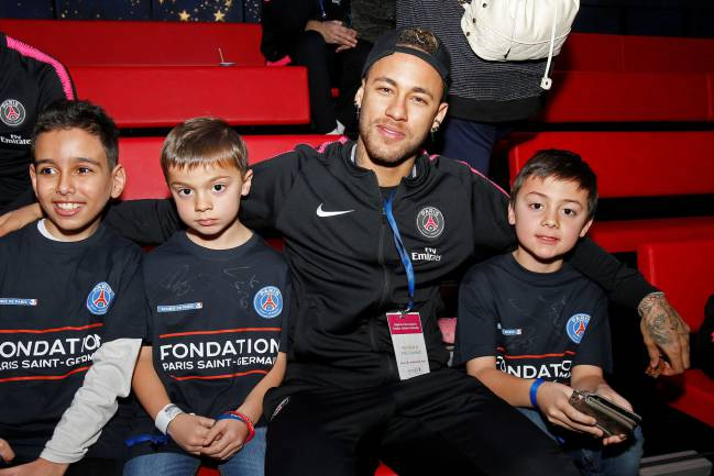 Christmas cheer | Neymar and his PSG teammates visited the children's hospital Necker in Paris on 20 December.