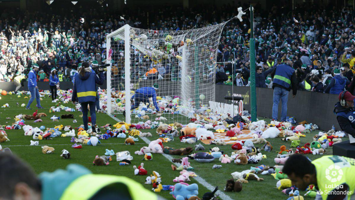 Real Bear-tis fans hurl soft toys onto pitch for charity