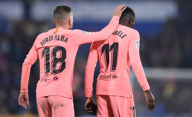 Back in the game | Barça's Ousmane Dembele gets a tap on the head from Alba.
