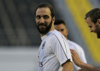 Higuain benched for Supercoppa Italiana amid Chelsea links