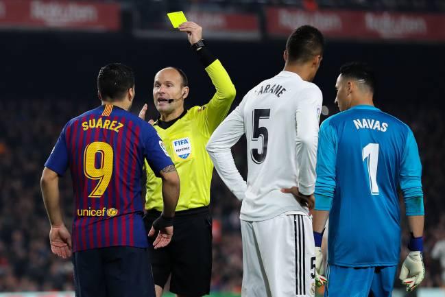 Suárez insulted the referee and deserved a red card - AS.com 7a50fcfdb